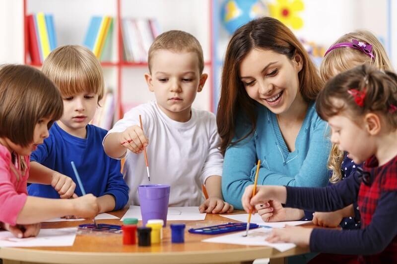 Nghề giáo viên mầm non tuy khó khăn nhưng được xã hội đề cao về yếu tố con người